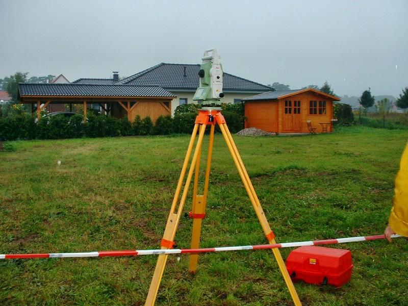 Pirmas žingsnis norint įteisinti naudojamą žemės sklypą - kadastriniai matavimai.