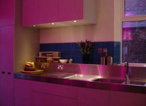 Asa lt spalv terapija virtuv je - Cocinas rosa fucsia ...