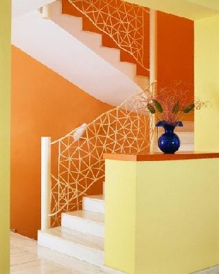 Geltona-oranžinė